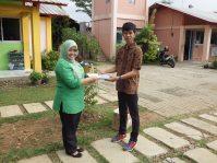 2.392 buku diterima Pjs. Kepsek SDS Hikari dari IEPF