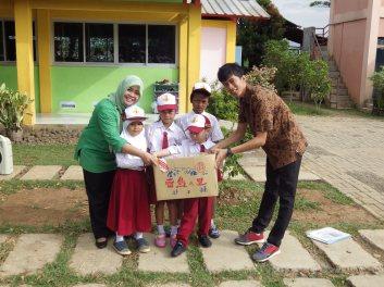 IEPF serahkan 2.392 buku ke SDS Hikari